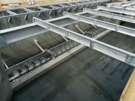 решетка переполнения канала на водоочистке